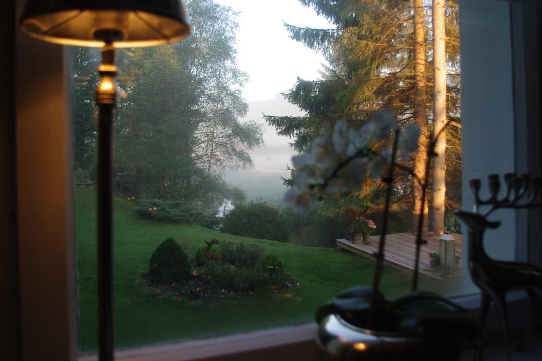 Blick in den garten des Bergschlössl Herrenwies